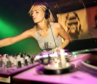 DOCUMENTAL GIRL PRIMERAS MUJERES DJS