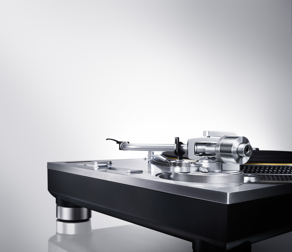 Direct_Drive_Turntable_System_SL_1200GAE_1